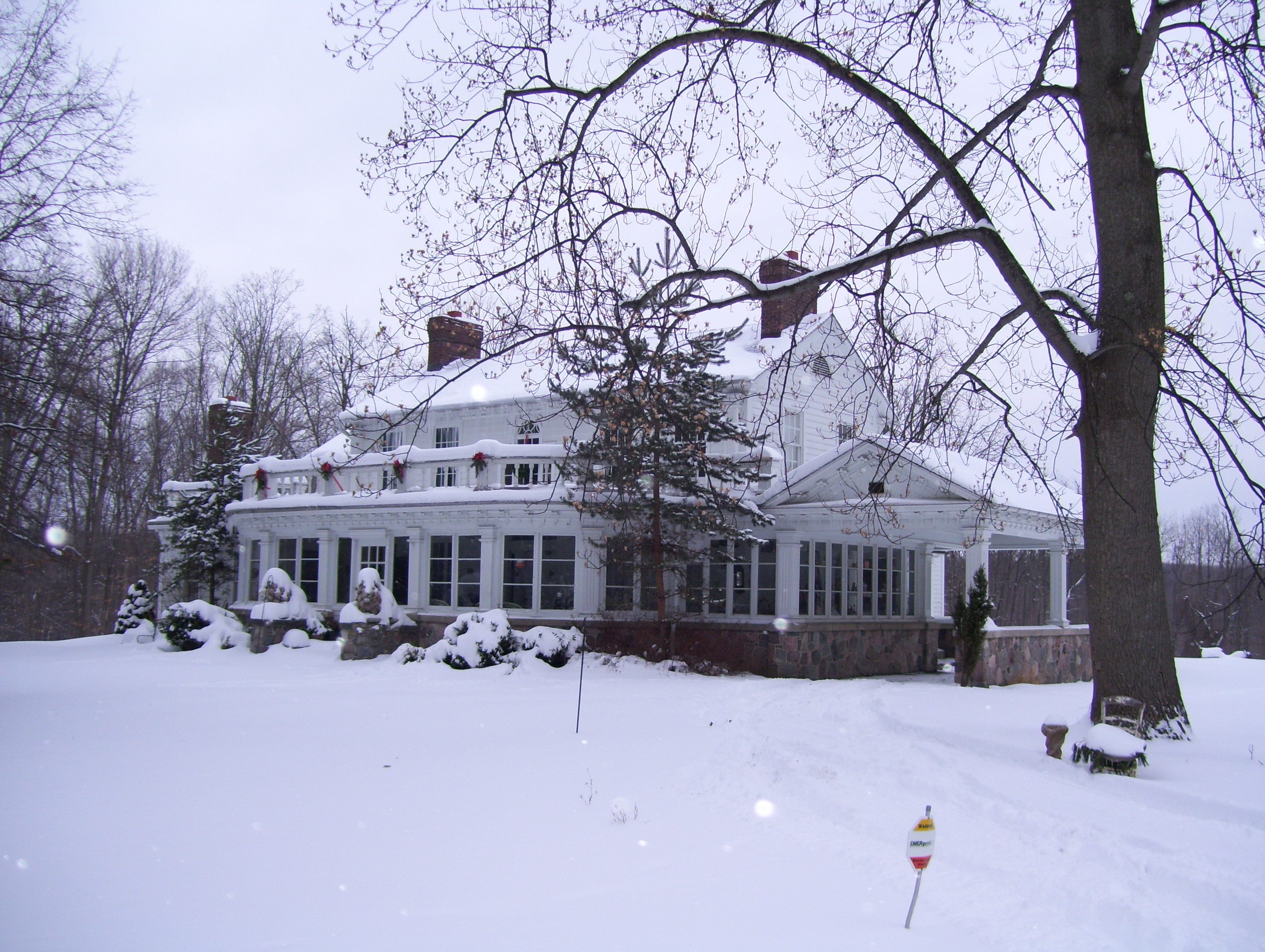 Farnam Manor